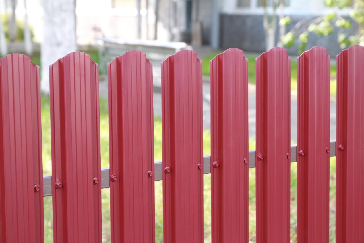 Правила установки забора между соседями